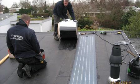 Lichtgewicht flexible Build In PV systeem gekleefd op de dakbedekking